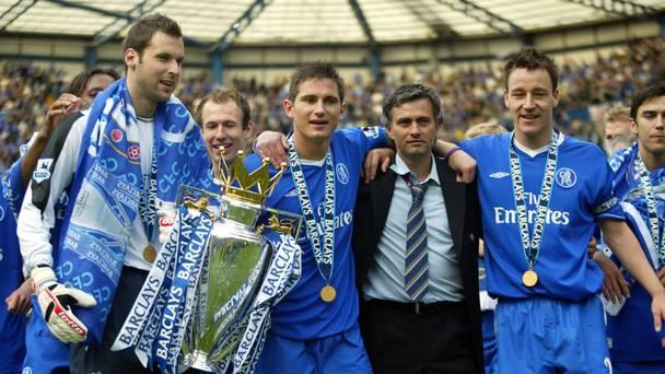 Terry san sang chet tren san vi Mourinho hinh anh 2