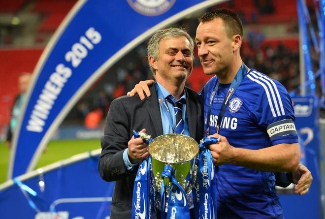 Terry san sang chet tren san vi Mourinho hinh anh