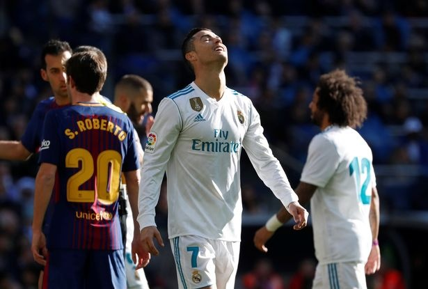 Ronaldo hung mua che nhao trong ngay mat tich o El Clasico hinh anh