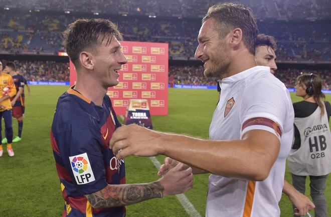 Totti: 'Dung cho Ronaldo biet chuyen toi bao Messi la so mot' hinh anh