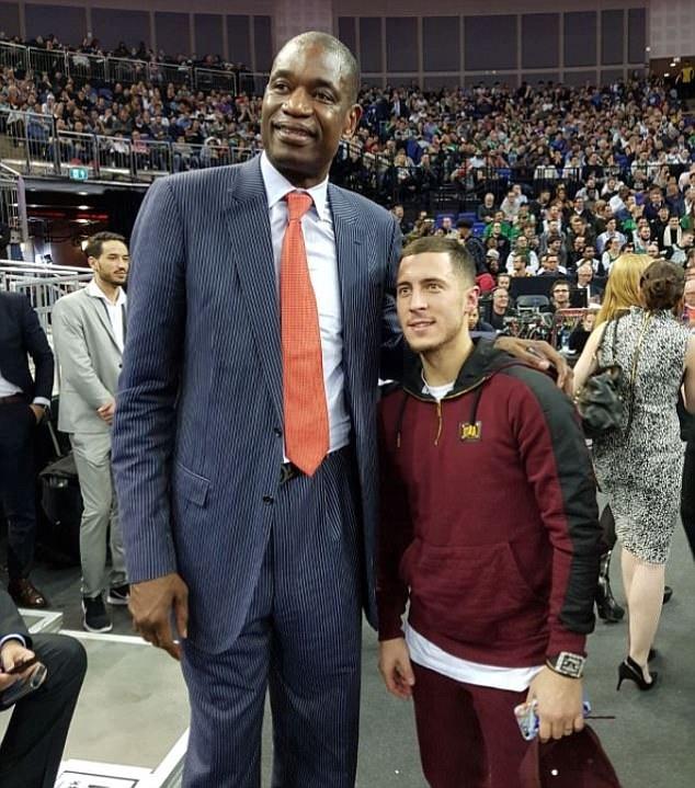 Sir Alex va dan sao Ngoai hang Anh xem NBA tai London hinh anh 5