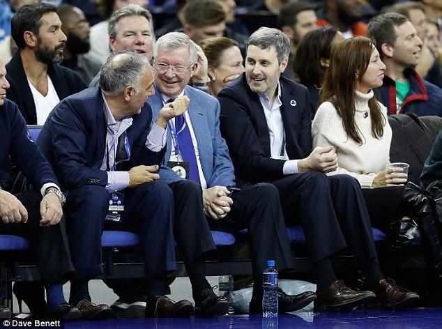 Sir Alex va dan sao Ngoai hang Anh xem NBA tai London hinh anh 2