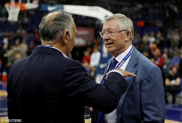 Sir Alex va dan sao Ngoai hang Anh xem NBA tai London hinh anh