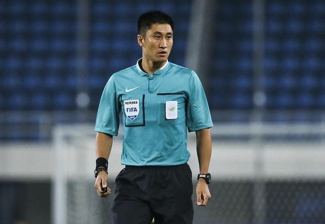 Trong tai xu ep DT Viet Nam o AFF Cup 2014 bat tran chung ket U23? hinh anh