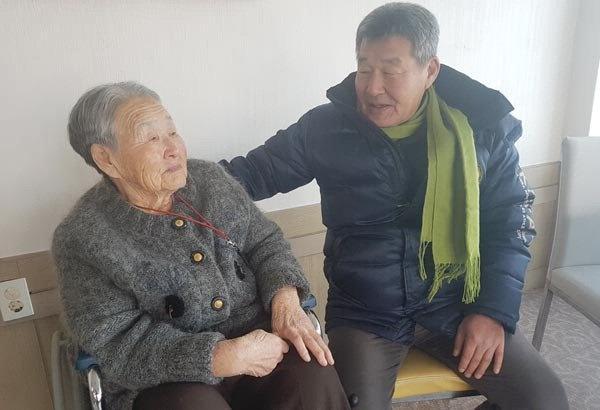 Me HLV Park Hang-seo nac nghen: 'Toi muon sang Viet Nam gap con trai' hinh anh 1