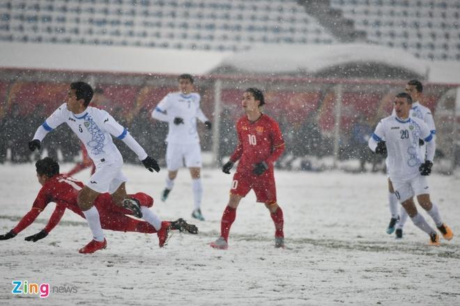 Cho mac ao trang, AFC muon Uzbekistan 'tang hinh' trong tuyet? hinh anh 1