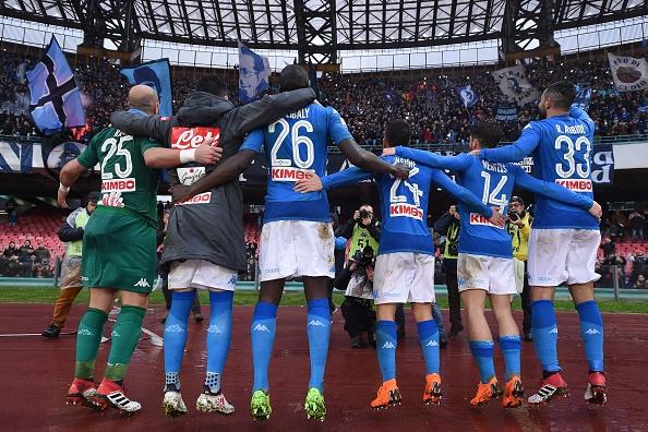 Thu quan Napoli dap gay cot co goc, HLV Gattuso giup trong tai sua co hinh anh 4