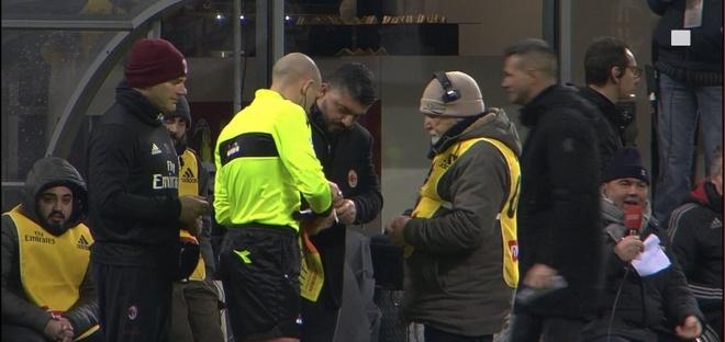 Thu quan Napoli dap gay cot co goc, HLV Gattuso giup trong tai sua co hinh anh 5