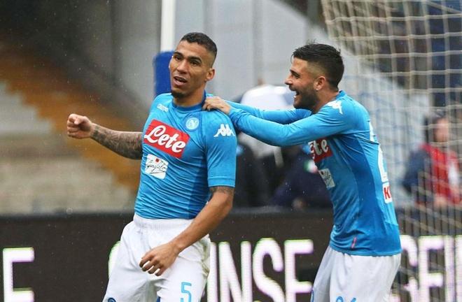 Thu quan Napoli dap gay cot co goc, HLV Gattuso giup trong tai sua co hinh anh 3