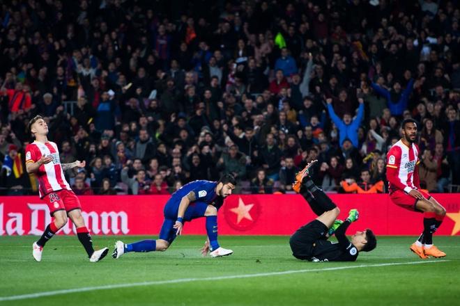Coutinho ghi sieu pham, Messi lap cu dup giup Barca thang 6-1 hinh anh 2