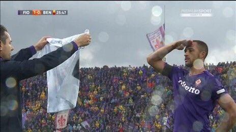 Ca doi Fiorentina guc khoc sau tran dau vang doi truong hinh anh 11