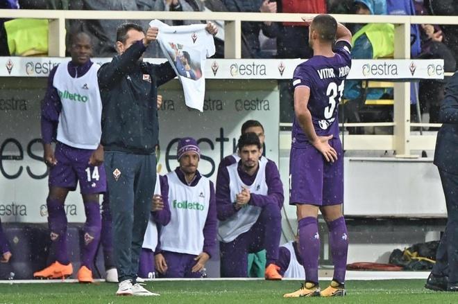 Ca doi Fiorentina guc khoc sau tran dau vang doi truong hinh anh 10
