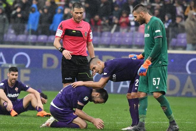 Ca doi Fiorentina guc khoc sau tran dau vang doi truong hinh anh 2
