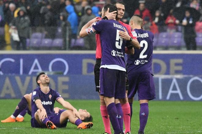 Ca doi Fiorentina guc khoc sau tran dau vang doi truong hinh anh 3