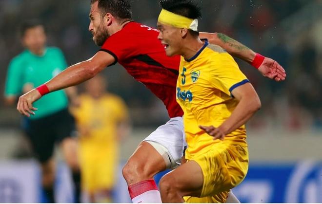 Tien Dung tai xuat, Thanh Hoa bi Bali United cam hoa tai My Dinh hinh anh