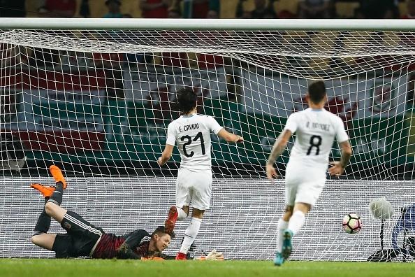 Bale bat luc nhin Suarez va dong doi vo dich tren dat Trung Quoc hinh anh 7