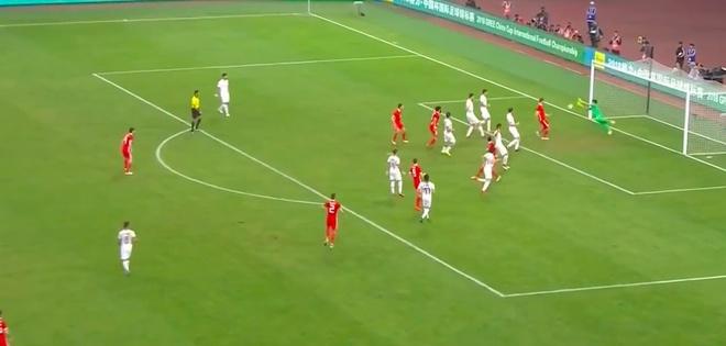 Bale bat luc nhin Suarez va dong doi vo dich tren dat Trung Quoc hinh anh 6