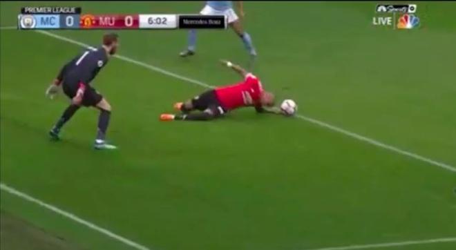 'Trong tai khong du trinh do' giup MU thoat 2 qua penalty? hinh anh 1