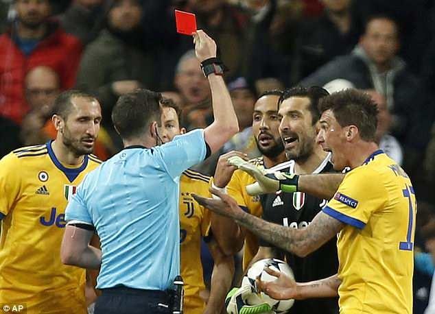 Cuu trong tai Graham Poll: 'Thoi penalty cho Real la chinh xac' hinh anh 2