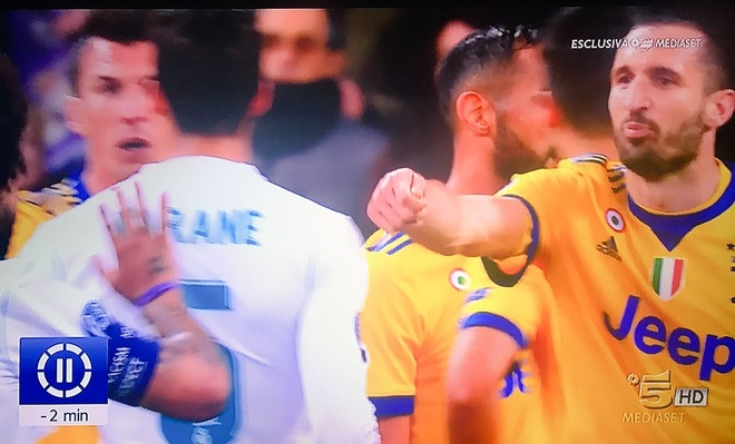 Chiellini noi voi Marcelo: 'Cac anh mua qua penalty nay roi' hinh anh