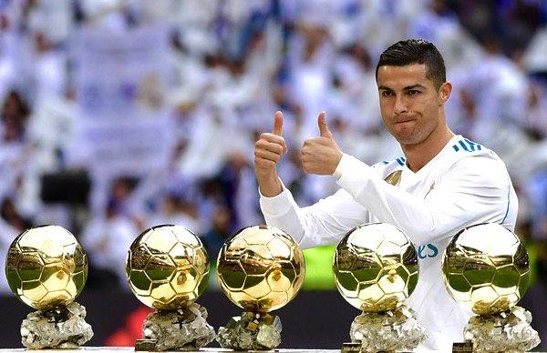 Cuu tien ve Barca: 'Messi lam thu linh kem hon Ronaldo' hinh anh
