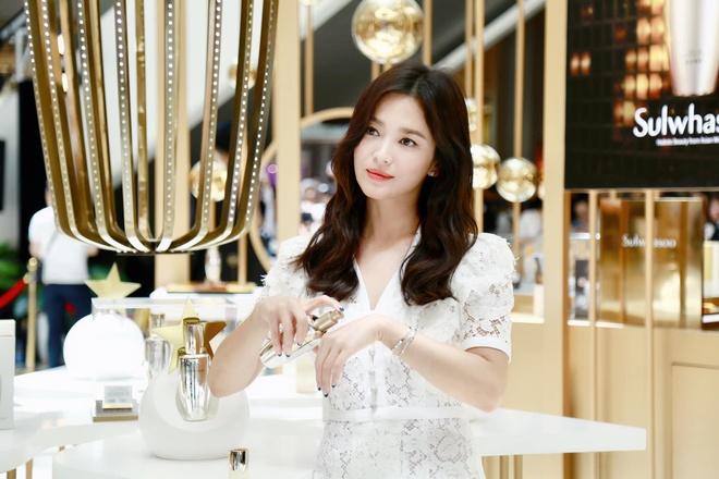 Phong cach Song Hye Kyo hau ly hon anh 2