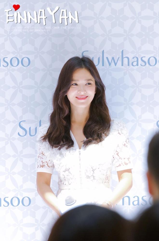 Phong cach Song Hye Kyo hau ly hon anh 4