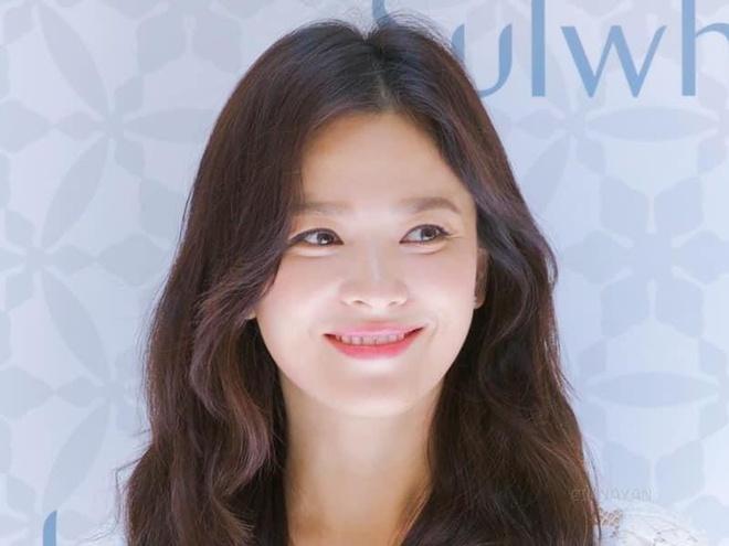 Song Hye Kyo xinh dep tham du trien lam chau bau hinh anh