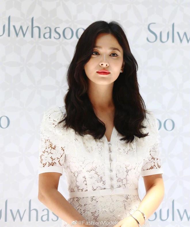 Phong cach Song Hye Kyo hau ly hon anh 3