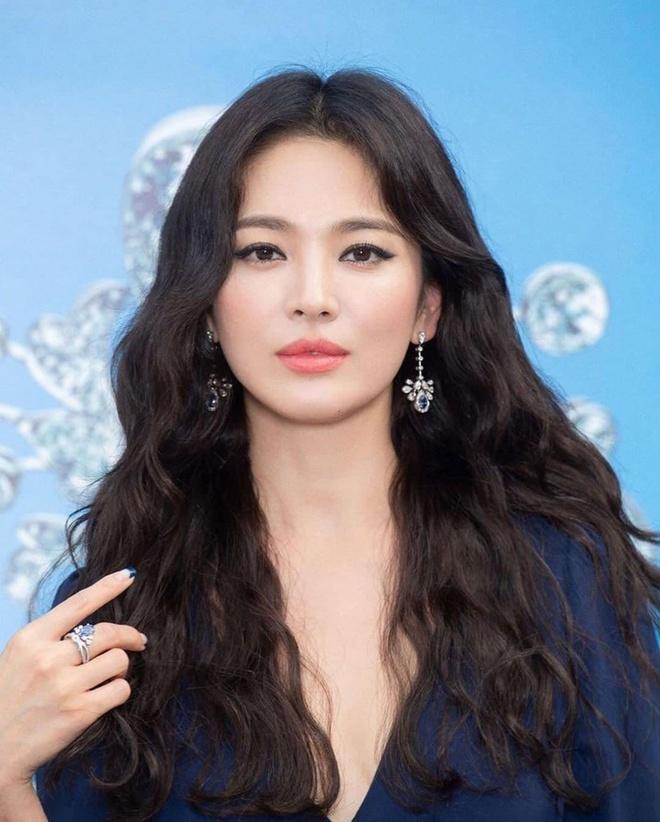 Phong cach Song Hye Kyo hau ly hon anh 6