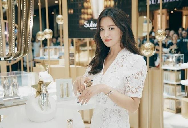 Phong cach Song Hye Kyo hau ly hon anh 1