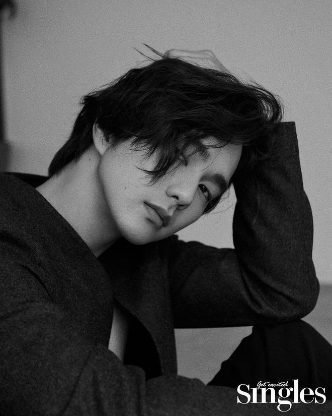 Yoo Seung Ho an mac don gian van du lang tu, khien fan nu me man hinh anh 2