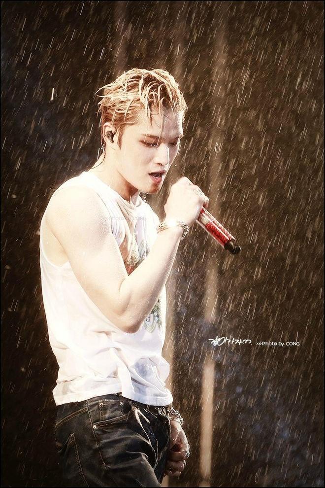 Kim Jaejoong mac don gian moi lan sang Viet Nam van du 'hut hon' fan hinh anh 10