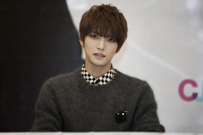 Kim Jaejoong mac don gian moi lan sang Viet Nam van du 'hut hon' fan hinh anh 6