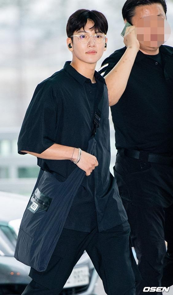 thoi trang san bay cua Ji Chang Wook anh 2