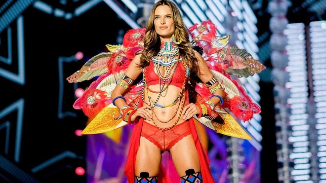 10 thien than noi y nong bong nhat trong lich su Victoria's Secret hinh anh 6
