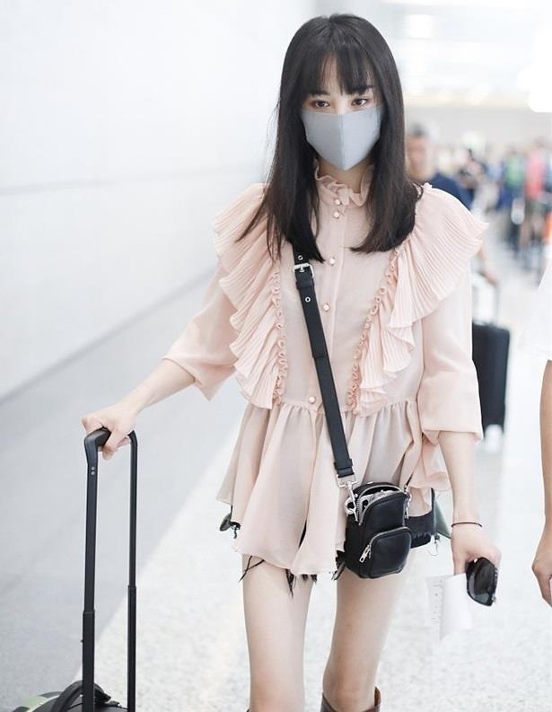 Khong con mac xau, Trinh Sang gio chuong style ngot ngao 'hack tuoi' hinh anh 1