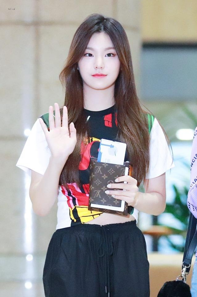 My nhan Han 19 tuoi mac toan hang hieu, noi tieng hon ca Jennie hinh anh 4