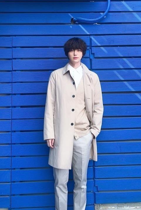 Ahn Jae Hyun co gu an mac nham chan, chuong do mot mau hinh anh 8