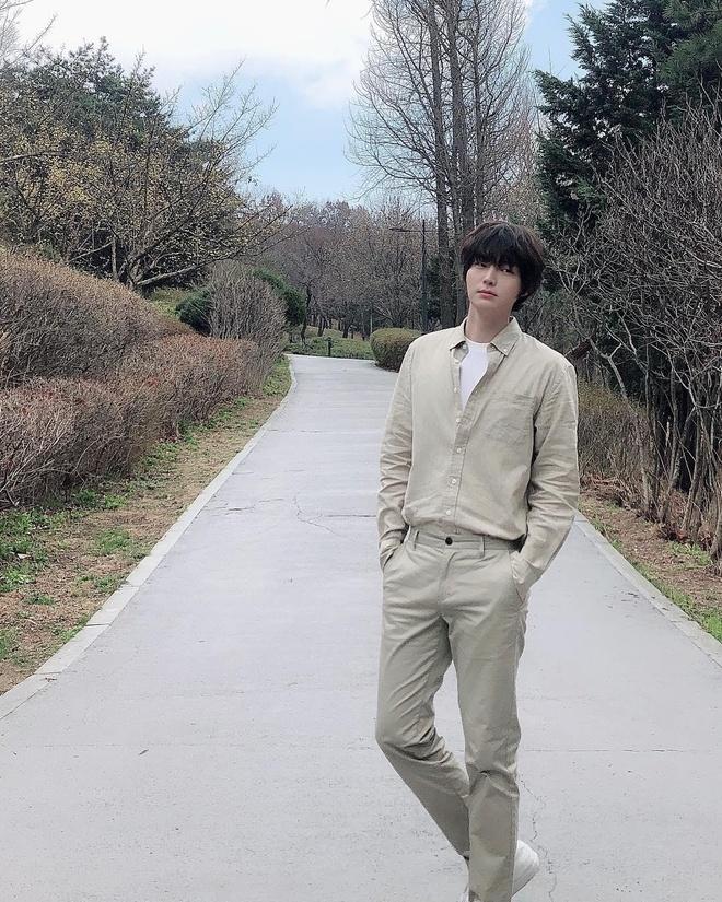 Ahn Jae Hyun co gu an mac nham chan, chuong do mot mau hinh anh 5