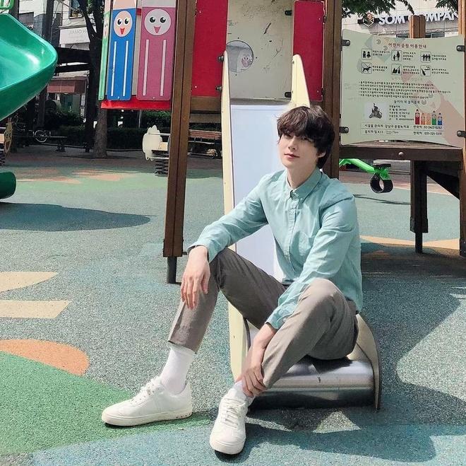 Ahn Jae Hyun co gu an mac nham chan, chuong do mot mau hinh anh 4