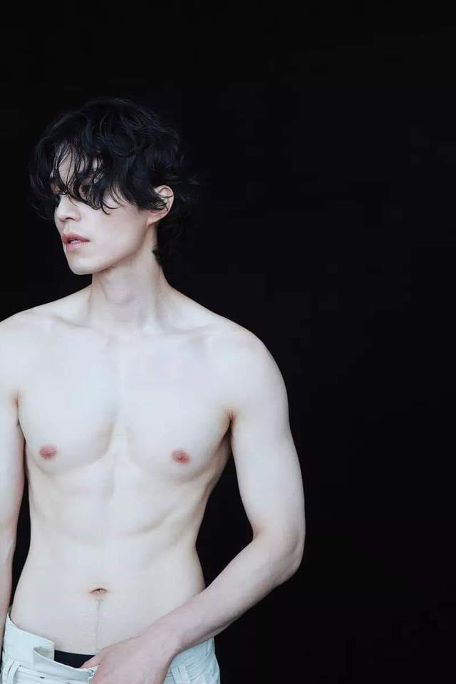 Chup anh ban nude, Lee Dong Wook duoc khen trang min hon sao nu hinh anh 3