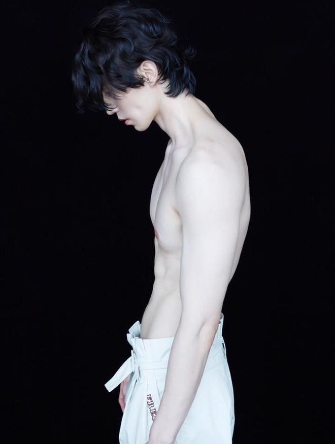 Chup anh ban nude, Lee Dong Wook duoc khen trang min hon sao nu hinh anh 4