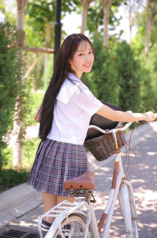 'Ban gai' Ngo Diec Pham: Nguoi dien do don gian, ke theo style sexy hinh anh 6