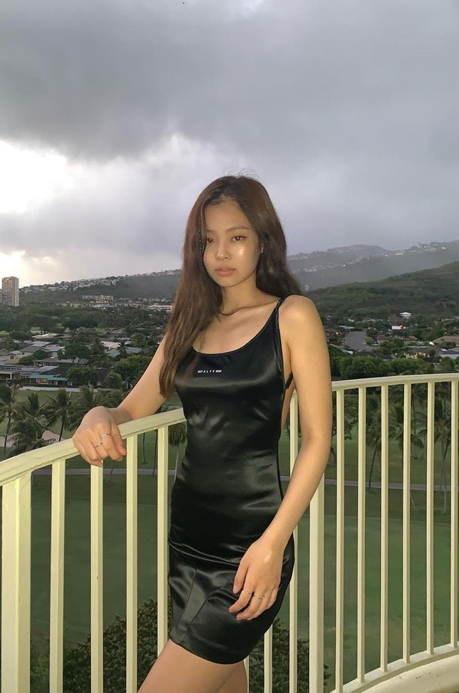 Jennie dang noi tieng nhat Han Quoc, tung dien set do toi 40.000 USD hinh anh 8