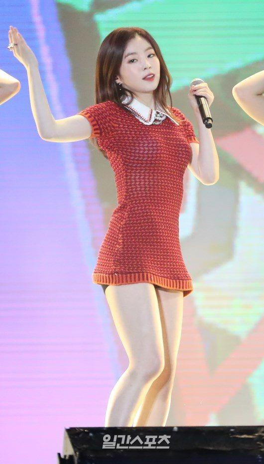 Fan bất bình khi stylist luôn cho Red Velvet mặc đồ ngắn đến hớ hênh