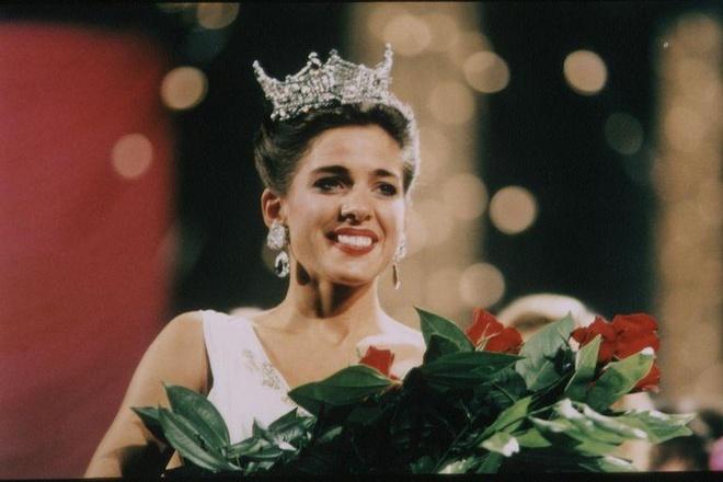 10 bo vay da hoi dep nhat Miss America tu nam 2010 den nay hinh anh 1