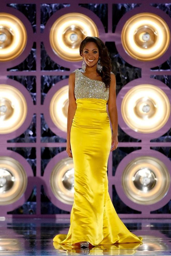 10 bo vay da hoi dep nhat Miss America tu nam 2010 den nay hinh anh 2