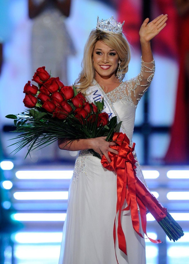 10 bo vay da hoi dep nhat Miss America tu nam 2010 den nay hinh anh 3