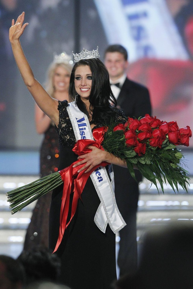 10 bo vay da hoi dep nhat Miss America tu nam 2010 den nay hinh anh 4